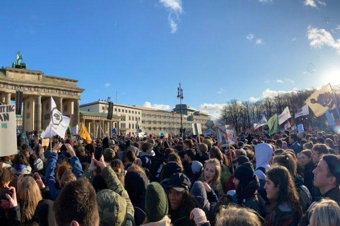 Wieder gehen 100tausende in ganz Deutschland für das Klima und gegen d…